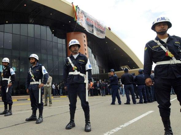 Militairen op Boliviaanse vliegvelden