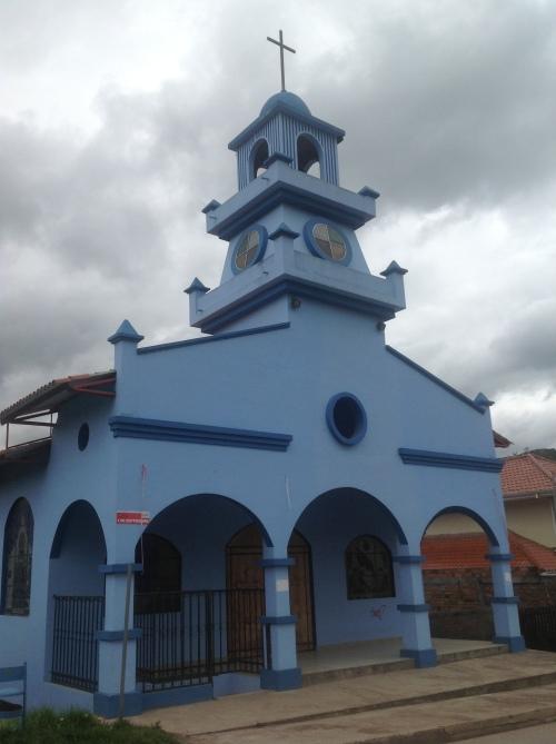 Naamloos blauw kerkje