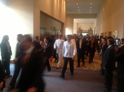 Gastheer Rafael Correa komt aan op de ALBA-top in Guayaquil