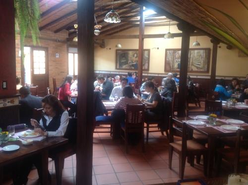 De lunch is de hoofdmaaltijd in Ecuador, dus het zit halverwege de dag altijd flink vol