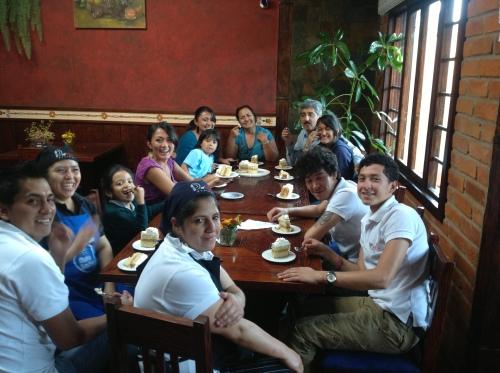 Met het hele team en mijn schoonfamilie aan tafel