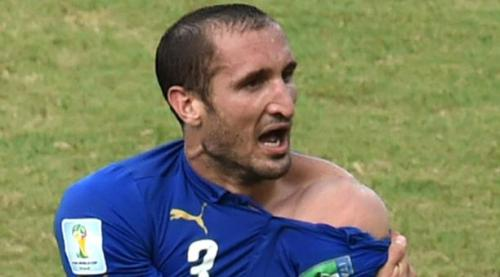 Latino-WK-update | Uruguay bijt van zich af na kritiek op vampier Suárez